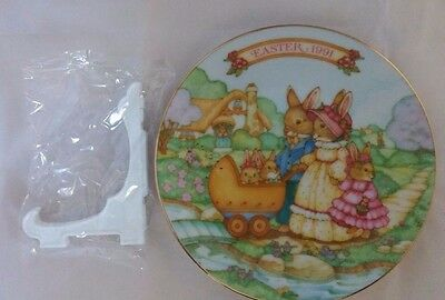Avon Springtime Stroll 1991 Easter Plate - Collectible Miniature Plate