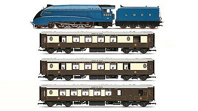 Hornby R3402, LNER Queen of Scots Train Pack