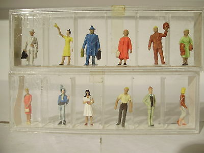 Preiser Pre painted figures x 12. HO. Boxed. New old stock.