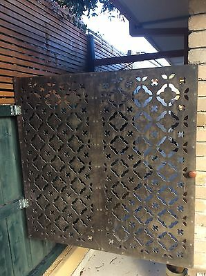 GARDEN FEATURE GATE TIMBER FRAME WITH TIMBER CUT OUT FRONT 23g