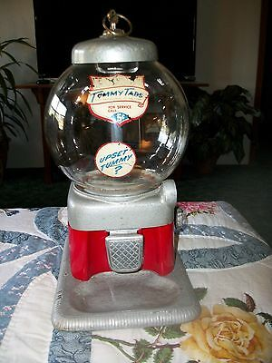 Vintage  5 Cent CANDY GUMBALL COIN OPERATED MACHINE with KEY - WORKS