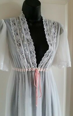 Beautiful White Robe By Dreamaway Size Large, Pink Lace Floral Detail Tie Waist