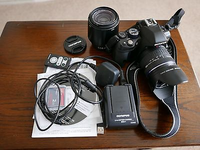 Olympus e620 camera with two lens