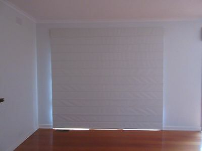 ROMAN BLIND - BEIGE TEXTURED FABRIC, FULL BLOCK OUT, LEFT PULL , 2750W  ,43h
