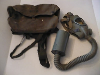 Vintage U.s. Military Lightweight Service Gas Mask With Case