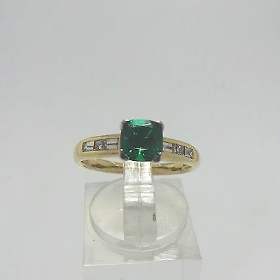 9ct YELLOW GOLD GREEN EMERALD & DIAMOND RING - RING SIZE M 1/2