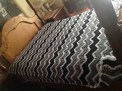 Vintage Hand-Made Crochet Granny Squares Throw Blanket Bedspread ~ Stunning!