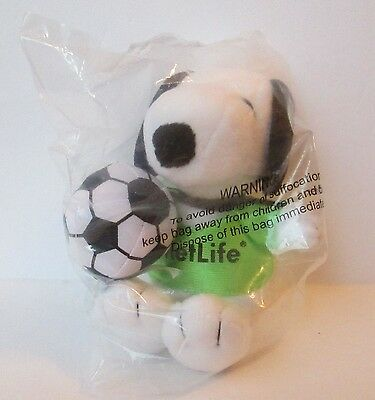 "SNOOPY SOCCER PLAYER 5"" PLUSH DOLL, MetLife, New In Sealed Package"