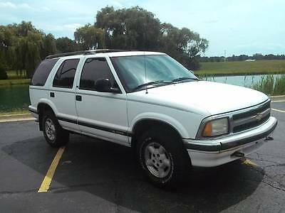 1995 Chevrolet Blazer LS CHEVY BLAZER LS 4WD LOW LOW MILES 4.3 V-6 ADULT OWNED & DRIVEN NICE