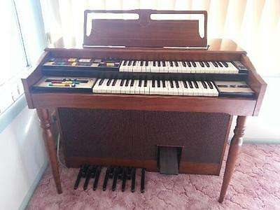 Organ - Lowrey Genie Electric Keyboard