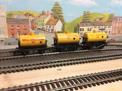 Rake of 3 Triang OO Gauge R211 Shell Lubricating Oil Tanker Wagons with Free P&P