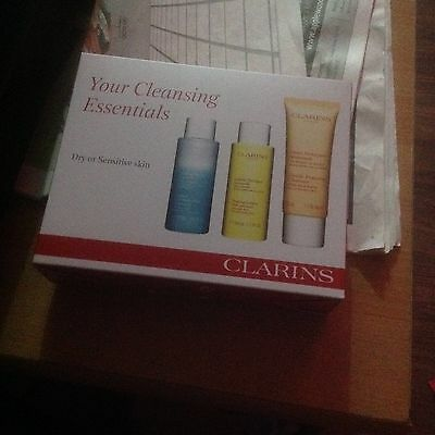 CLARINS CLEANSING GIFT SET/HOLIDAYS/BIRTHDAY/DRY or SENSITIVE SKIN/Party/Travel.