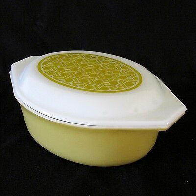 Pyrex USA Cinderella 1.5 ltr Oval Casserole 043 in Basketweave (Wicker) c.1970s