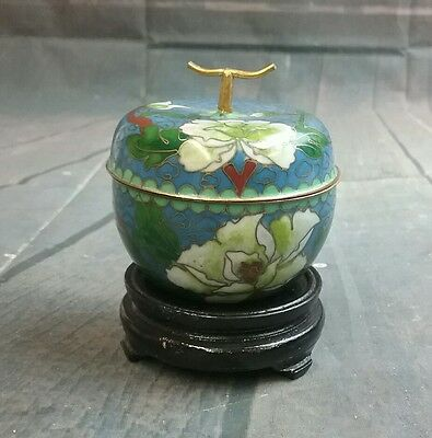 DECORATIVE ORIENTAL DESIGN PORCELAIN TRINKET BOWL with lid & wood Stand