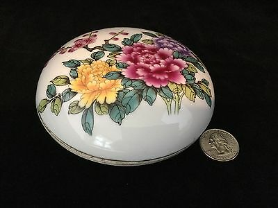 Chinese Porcelain Round Trinket Box.                                       #1492
