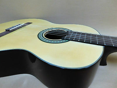 Caraya C-955NS All-Spruce Classical Guitar + Gig Bag + Strings – Factory 2nd