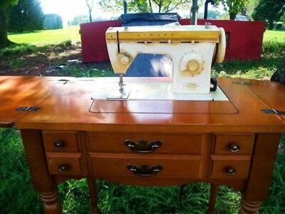 Vintage Singer Fashionmate Sewing Machine with Case Foot Pedal