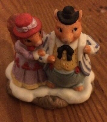Fitz And Floyd Holiday Hamlet Squirrel Family Figurine