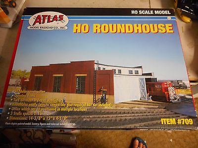 Atlas Ho Scale  3 Bay Roundhouse