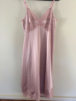 Vintage  VANITY FAIR Slip All Nylon Antron III sz 32 Made in USA Dusky Rose Pink