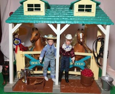 Breyer Horse Stable Gift Set w/horses, tack, riders & accessories
