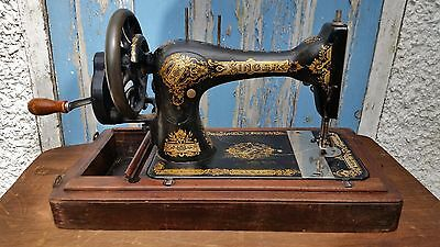 very nice Vintage SINGER sewing machine  With Case