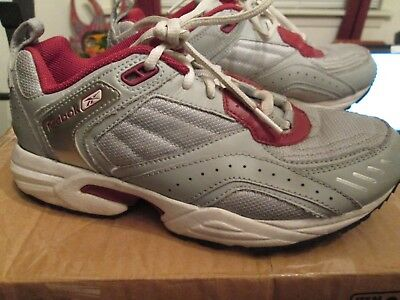 eb78ab840ab Reebok Women s Running Athletic Shoes Silver Gray and Bright Pink Size 7