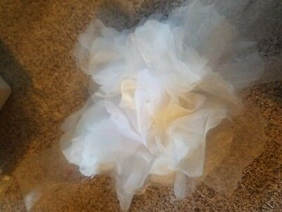 Vera wang Ivory  Peony flower horsehair  sash Very Rare in excellent shape