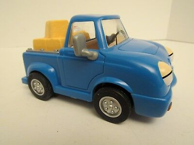 Chevron Cars, Pete Pick-Up Truck with Hay & Chicken Cargo, Toy Collectible