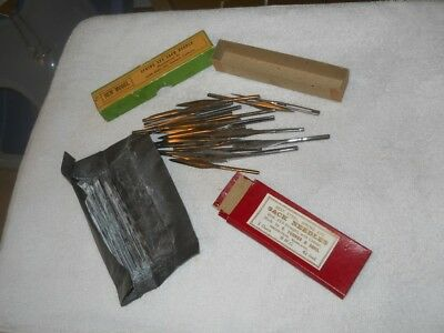 ANTIQUE/VINTAGE... BURLAP SPRING EYE SACK NEEDLES , lot of 35 needles
