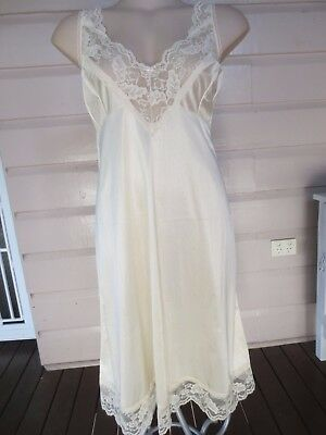 Maggie T gorgeous deep cream lacey full slip size 18 (US size 14)