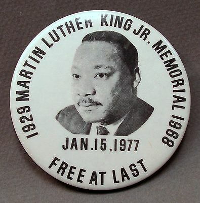 "MARTIN LUTHER KING Jan 15 1977 FREE AT LAST Memorial 3""  pinback button"