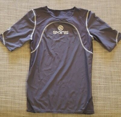 NEW Skins CROM Compression Short Sleeve Top Grey Size Medium RRP $140