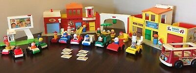 Vintage Fisher Price Little People Play Family Village and Drive In Movie 🍿
