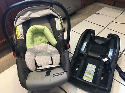 Graco Snugride 30 Click Connect Infant Carseat and Base