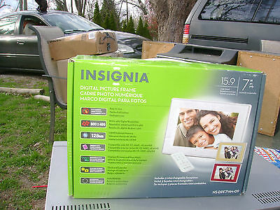"Insignia 7"" Digital Picture Frame NEW in box with remote,manual,  NS-DPF7Wm-09"