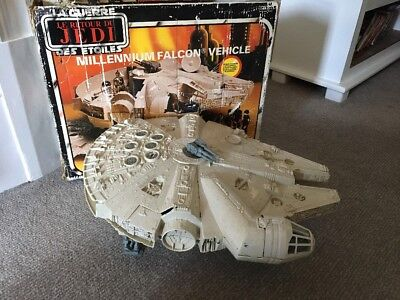 Vintage Star Wars Millenium Falcon - In Box With 2 Figures