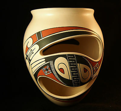 Mata Ortiz pottery   amazing piece   signed   Very fine quality   Paquime Mexico