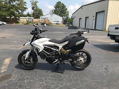2013 Ducati Sport Touring  2013 Ducati Hyperstrada 821 Low Miles Excellent Condition