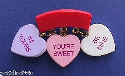 BUY1&GET1@50%~Gibson PIN Valentines CANDY HEARTS 3 Sayings CHARMS Vtg Holiday