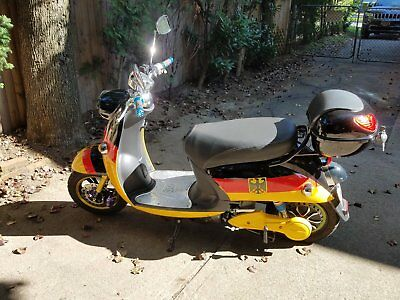 Electric Vespa style Deluxe Scooter,like new, less than 100 miles.