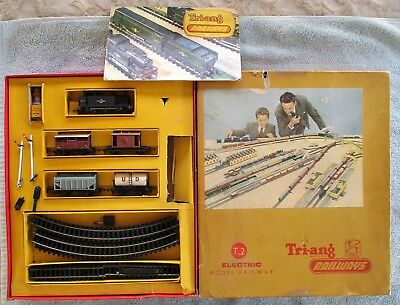 Tri-ang Railways Triang TT Gauge Boxed T2 Set & 3rd Edition Catalogue & Signals