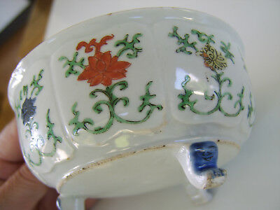 OLD ANTIQUE Chinese PORCELAIN BOWL INCREDIBLE DETAIL TO DECORATION FACES ON FEET