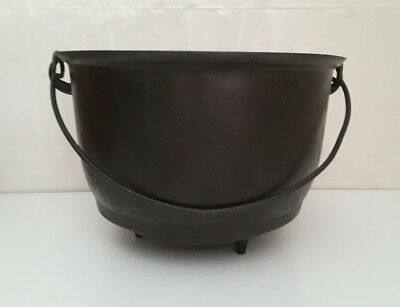 NICE VINTAGE #8 CAST IRON THREE LEG BEAN POT KETTLE w/ GATE MARK ANTIQUE