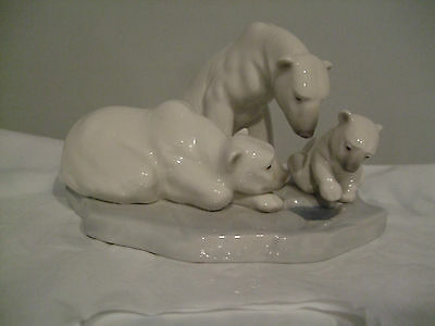 LLADRO .... Bearly Love  .....  MINT & Adorable
