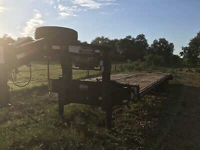 Mac-Lander gooseneck trailer 33'. used dove tail, winch too