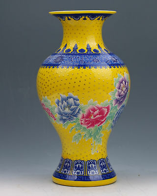 Chinese Collection Colourful Porcelain Hand Painted Vase w Qianlong Mark gd6366