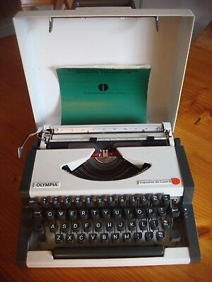 OLYMPIA TRAVELLER DELUXE S' TYPEWRITER *FULLY WORKING*+In Superb Condition.