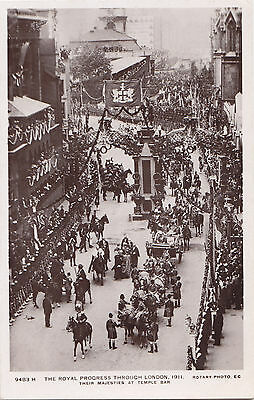 KING GEORGE V & QUEEN MARY Royal Progress at Temple Bar LONDON 1911 Rotary RPPC