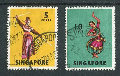 Singapore QEII 1968-73 glazed paper issues (1970) 5c SG103a, 10c 105a fine used